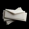 Белые почтовые конверты с треугольным клапаном