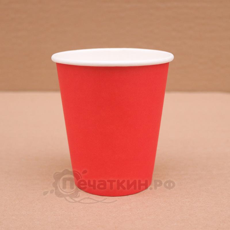 Бумажный красный стакан